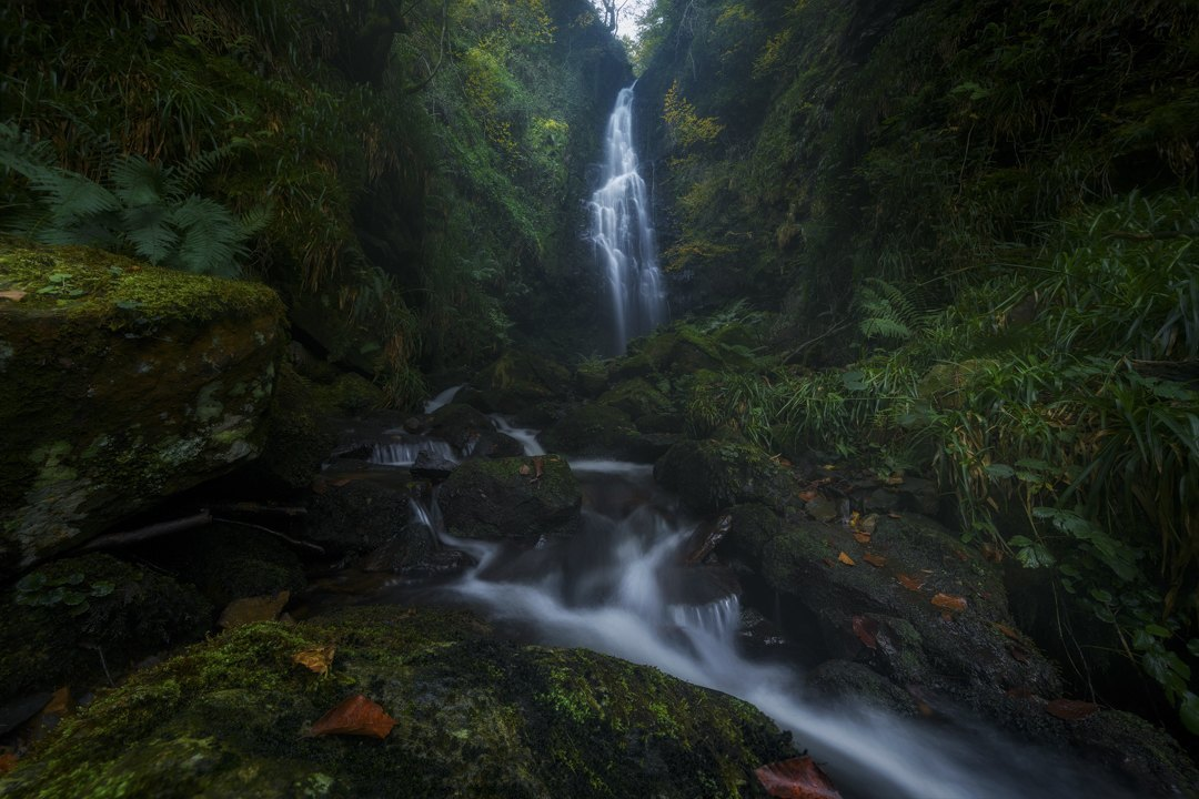 Autumn-waterfall-Mikel_Larrea